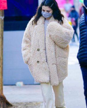 TV Series Only Murders in The Building S01 Selena Gomez Fur Coat